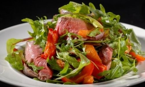 Салат из ростбифа с красным виноградом